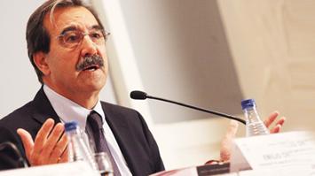 Emilio Ontiveros Diserta